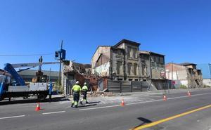 Se desploma una casa en ruina y deshabitada en San Juan de Nieva