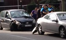 Dos heridas tras un choque entre tres vehículos en Oviedo