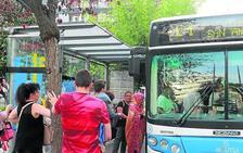 La edil de Urbanismo acusa al PP de buscar la privatización de los autobuses de Mieres