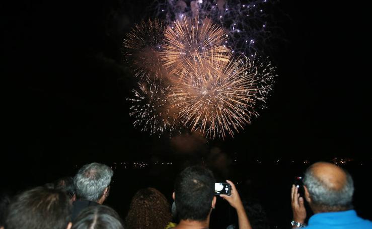 Los fuegos iluminan Oviedo por San Mateo