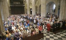 Más de mil feligreses acuden a la misa de San Mateo y adoran el Santo Sudario