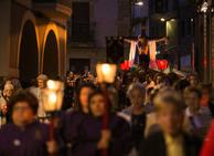Devoción en la procesión del Cristo en La Pola