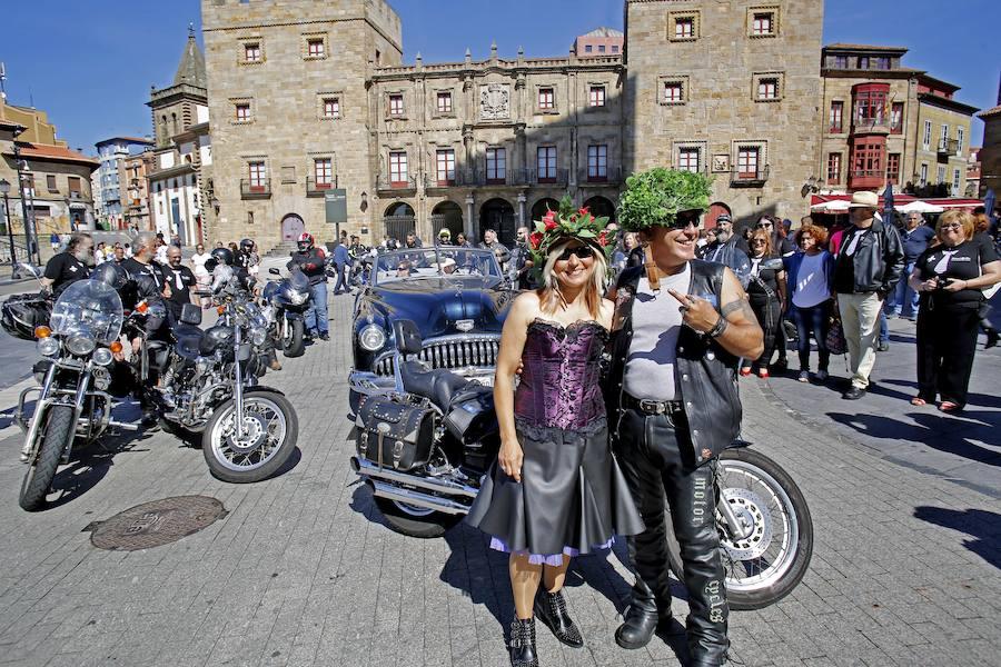 Boda motera en el Ayuntamiento de Gijón
