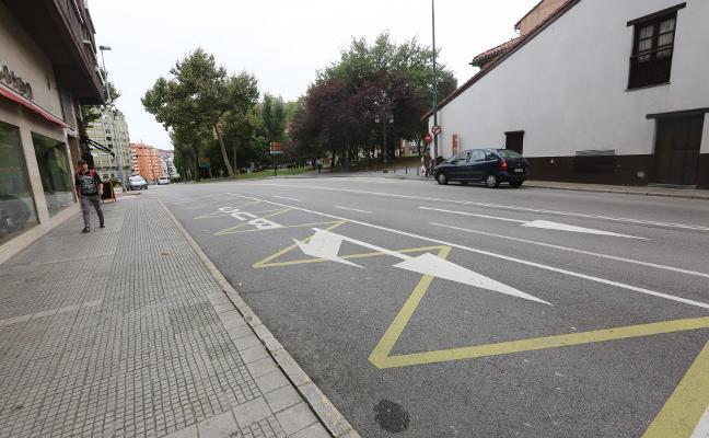 Las paradas de autobús de El Carbayedo, El Alfaraz y Valgranda tendrán marquesinas