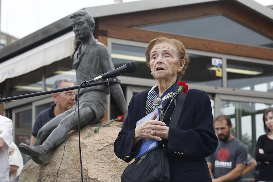 Homenaje a los niños de la Guerra en Gijón