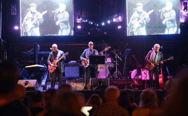 La música de Tino Casal y los clásicos de los setenta reviven en El Bombé