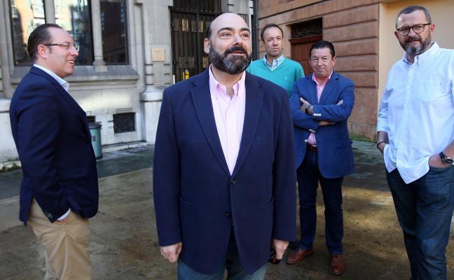 Caunedo acusa al tripartito de cambiar el callejero en «contra de la ley»