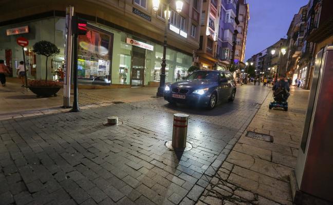 El gobierno local reforzará los controles para evitar el acceso de vehículos a zonas peatonales