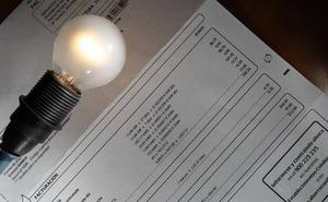 El alza de precios de la luz, los carburantes y la fruta debilitan la economía doméstica