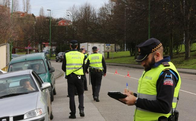 La Policía Local de Avilés triplica los controles de alcoholemia y pilla a un conductor ebrio al día