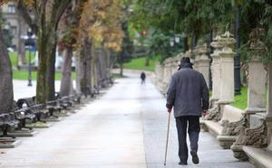 «Desconcertados y sin casa, los ancianos desahuciados se fueron a dormir a un banco del Campo San Francisco»