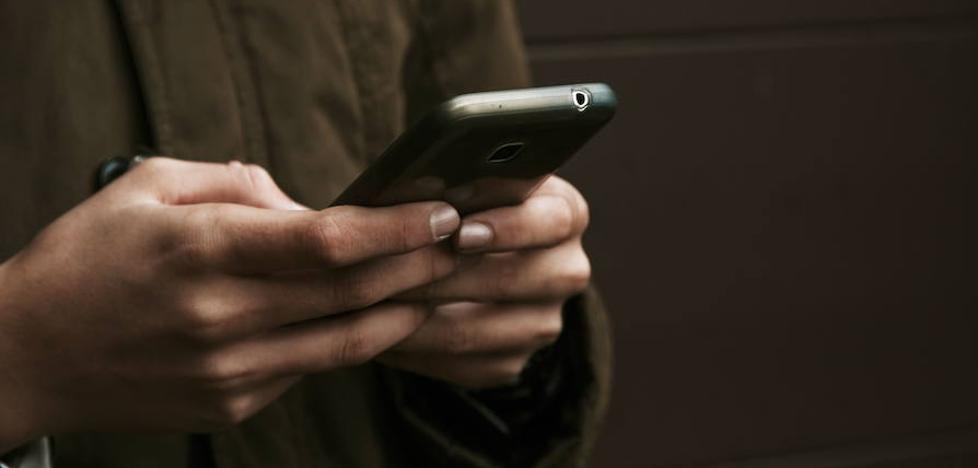 Tener un contacto 'AA' para emergencias en la agenda del móvil ya no sirve, pero estas son las alternativas