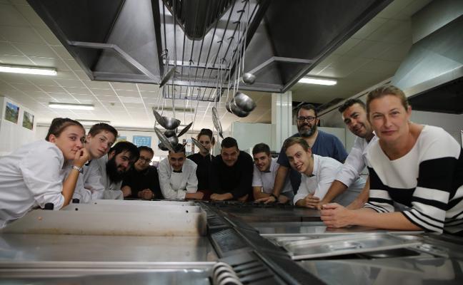Serondaya premia la labor de la Escuela de Hostelería de Aller