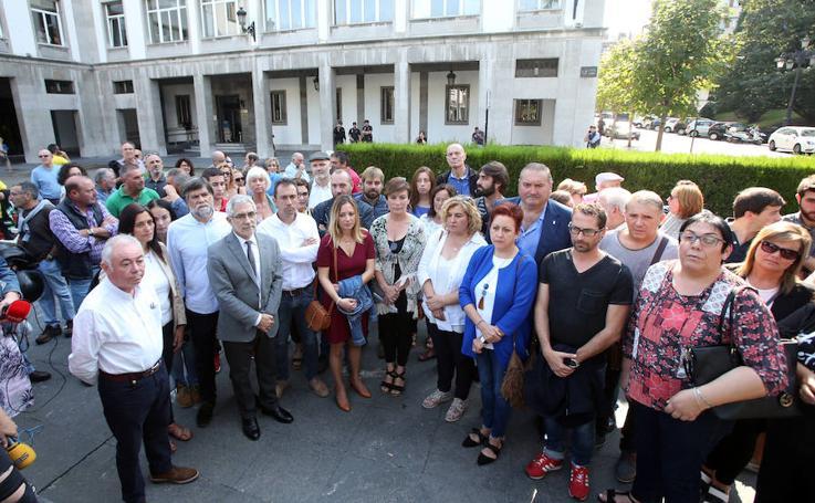 Concentración de Izquierda Unida frente a Delegación del Gobierno