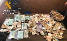 Encuentran cerca de 250.000 euros tirados en una autovía de Toledo