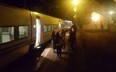 La rotura de la catenaria en Pajares deja tirados a los pasajeros de dos Alvia