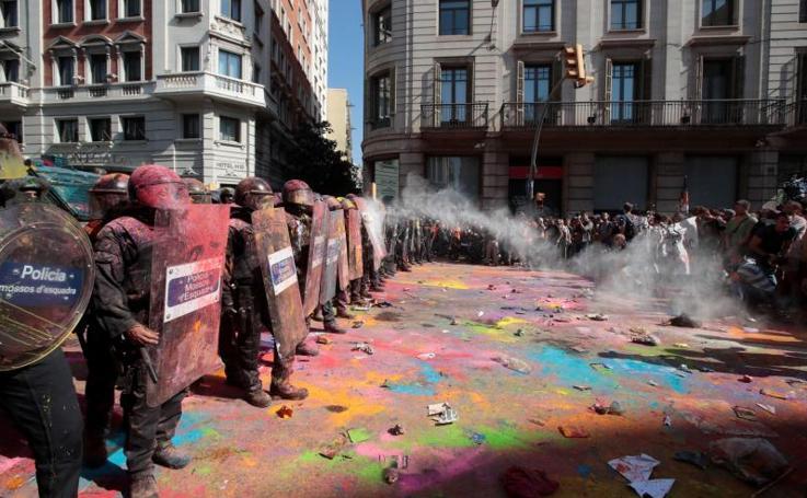 Tensión en Barcelona por el boicot radical a una manifestación policial