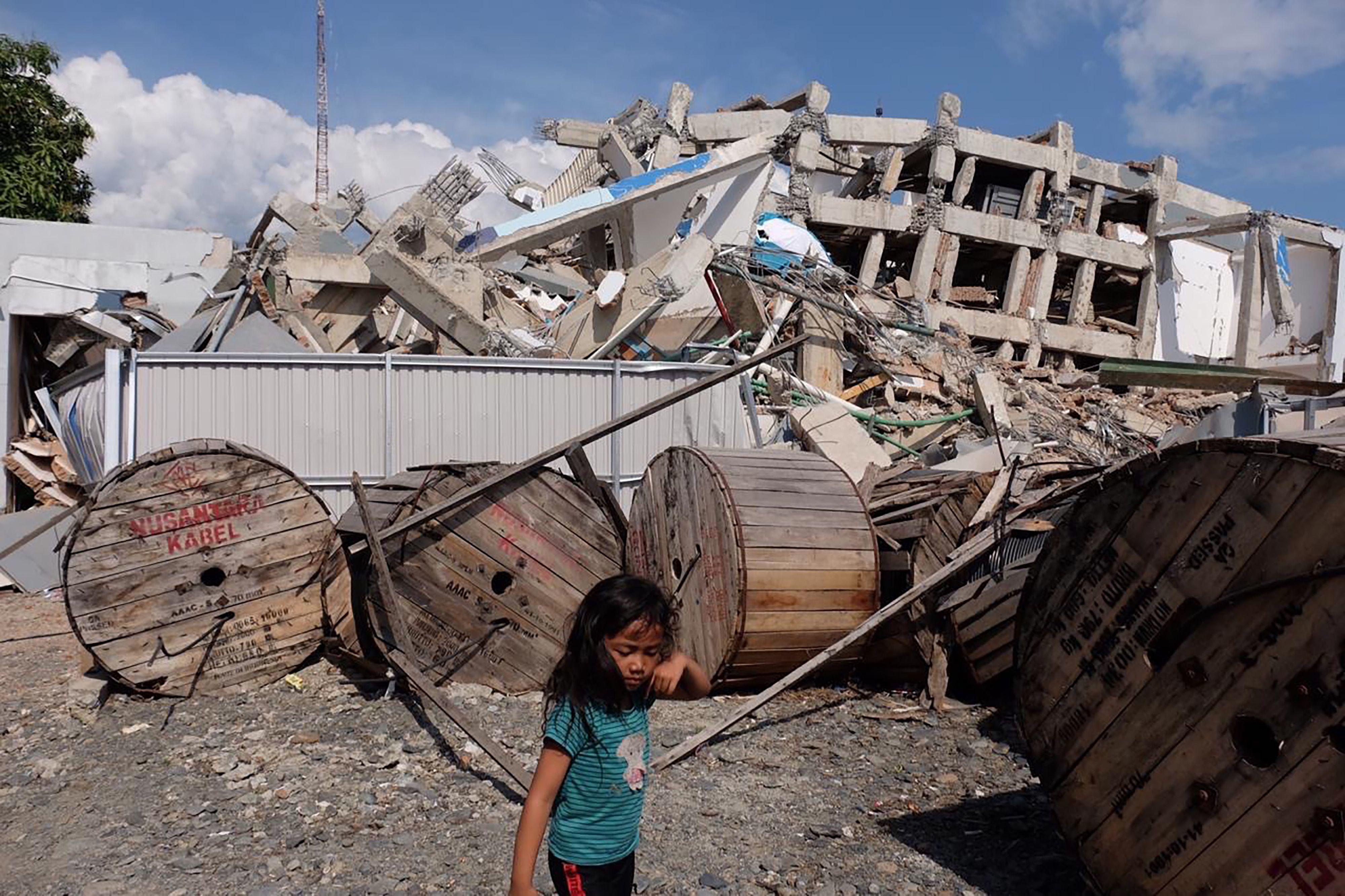 La ONU alerta del peligro de epidemias y de abuso de niños tras la catástrofe en Indonesia