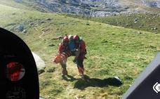 Evacúan en helicóptero a un montañero herido en Cabrales