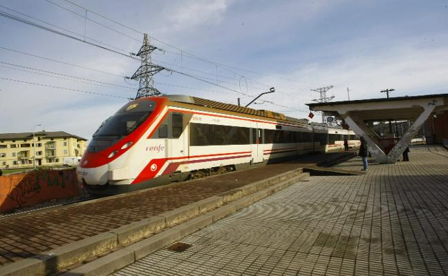 Avilés sigue sin enlace nocturno con el tren de Madrid seis meses después de su anuncio