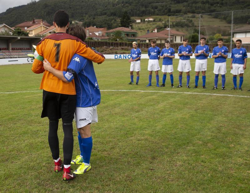 El Navia CF honra al juvenil Roberto Suárez con una victoria en Salas