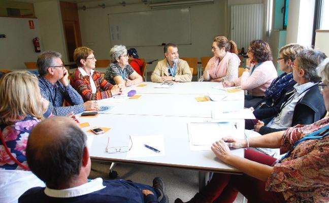 Delegados de Avilés y Saint Nazaire debaten sobre Europa