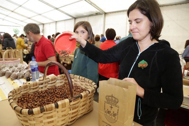 Cuatro toneladas de avellana para un festival de éxito en Piloña