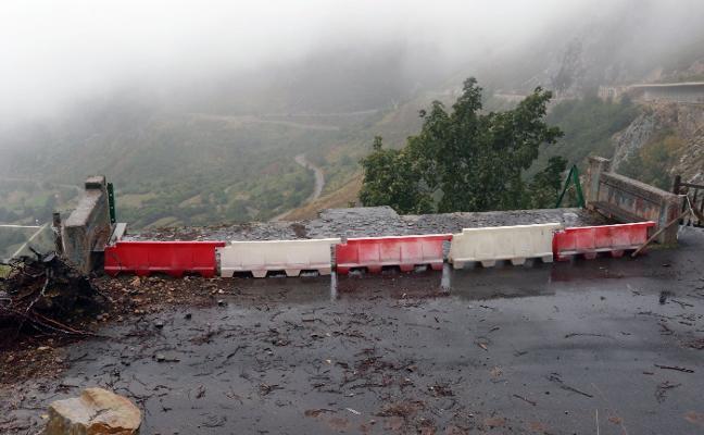 Los usuarios critican el mal estado y la peligrosidad de la carretera a San Isidro