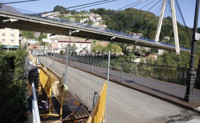 Las obras en el puente viejo de Sama destapan deficiencias en su estructura