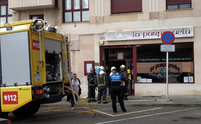 Una sartén ardiendo calcina la cocina y el falso techo del bar La Parpayuela en Las Vegas