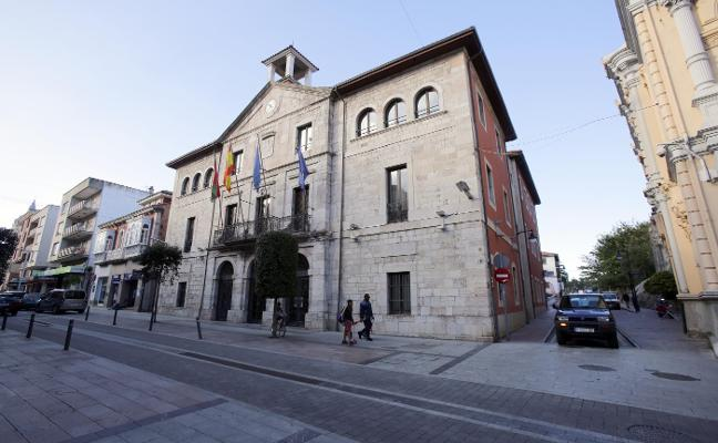 La Fiscalía denuncia el fraccionamiento de contratos en el Consistorio llanisco