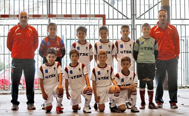 El Sporting, el Oviedo y el Veriña mantienen un fuerte pulso por el liderato
