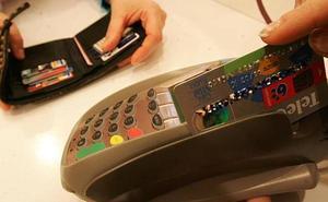 «Nos dejaba una tarjeta de crédito con la que luego era imposible hacer ningún cobro»