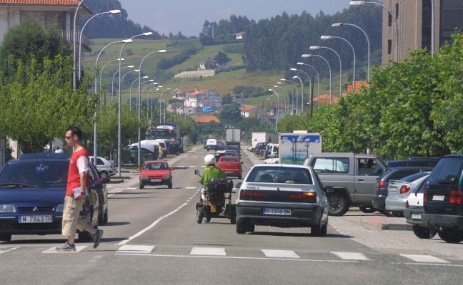 El aparcamiento de camiones se dibuja a la salida de Piedras Blancas