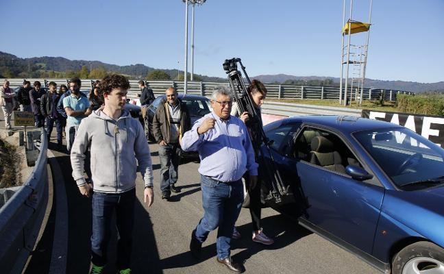 Javi Villa imparte clases de conducir en Langreo