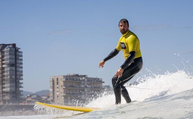 El Ayuntamiento premia con 10.000 euros la mejor escultura de surf