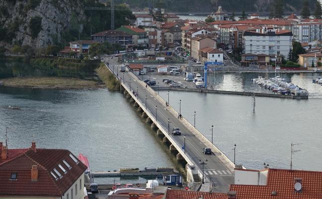 Fomento plantea ampliar a doce metros la anchura del puente de Ribadesella
