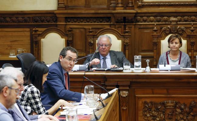El Pleno exige a Fomento suscribir el convenio del plan de vías antes de que finalice este mes