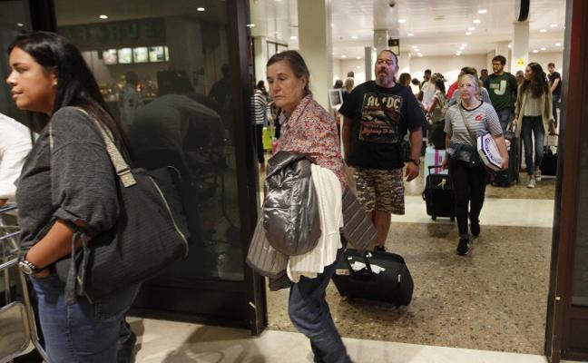 «Ahora toca ayudar, entre todos lo sacaremos», dicen los viajeros mallorquines