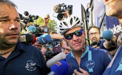 Armstrong ofrece uno de sus trofeos del Tour a Thomas