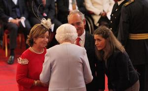 Isabel II concede la Medalla de San Jorge a Ignacio Echeverría, el 'héroe del monopatín'