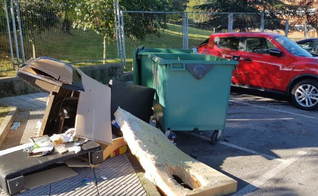 Ciudadanos pide que se retiren los residuos junto al colegio Santa Bárbara