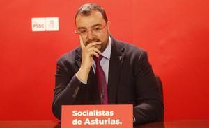 Barbón emplaza a Podemos a huir de «líneas rojas» para pactar el presupuesto asturiano