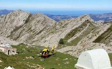 Evacuado en helicóptero un senderista indispuesto cuando hacía una ruta en Picos