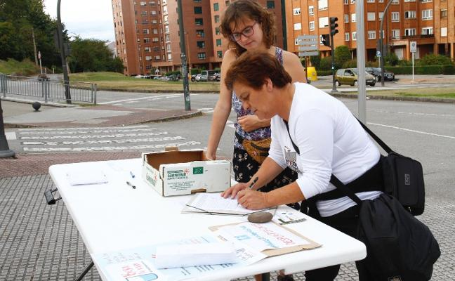 Firmas contra el plástico en Avilés