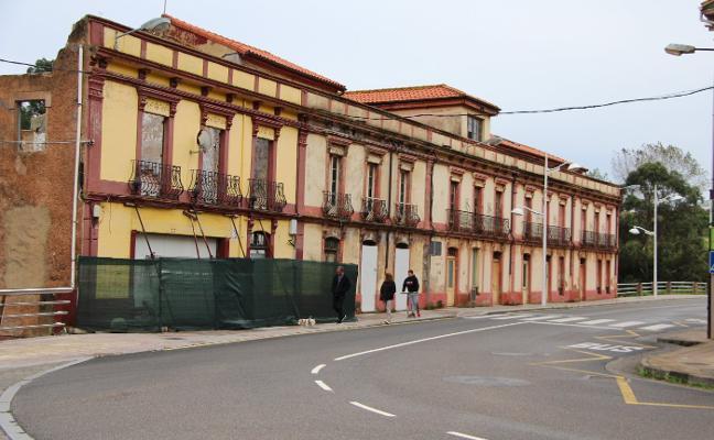 El edificio de Perán, abocado a la demolición por parte de Costas