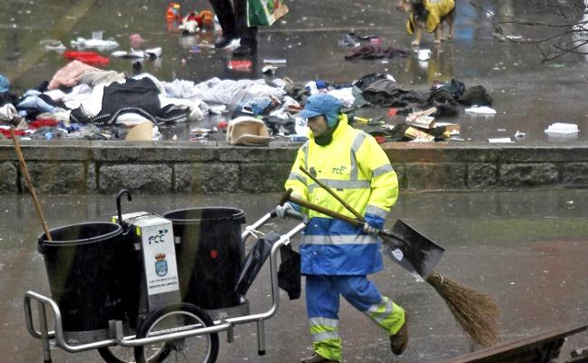 Un nuevo servicio retirará la basura abandonada los domingos