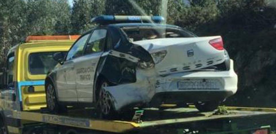 Tres heridos leves en un accidente en la autovía del Cantábrico