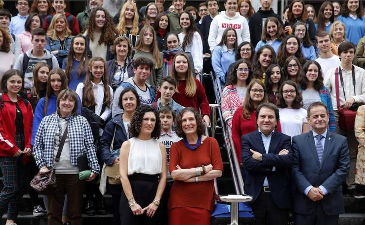Encuentro de Alma Guillermoprieto con estudiantes de toda Asturias en Mieres