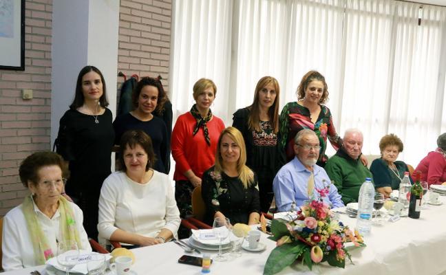 El homenaje a los mayores pone fin a Les Feries de Pola de Lena